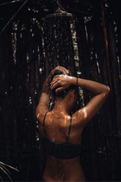 Nettoyage énergétique : le rituel de la douche spirituelle